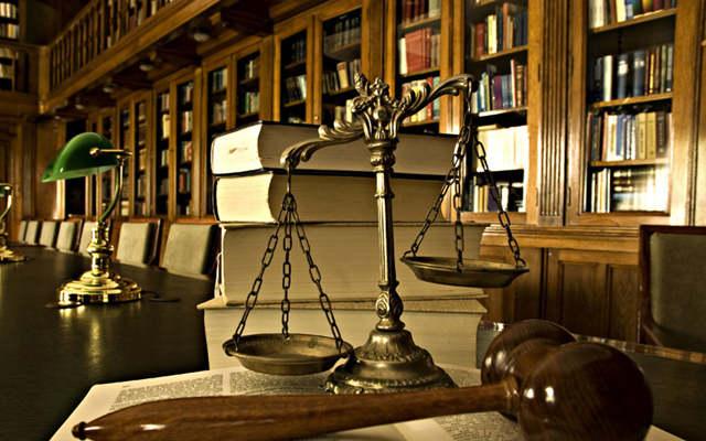 人章争夺、人人争夺、章章争夺情形下,谁有权代表公司参加诉讼?